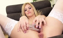Frisky czech girl stretches her juicy vagina to the special