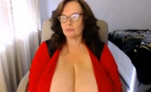 BBW MIlf With Amazing Big tits Shows Off