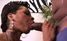 Black babe loves to get plowed