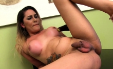 Shemale Bella Atrix stuffs vegetables up her ass