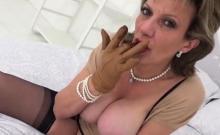 Unfaithful british mature lady sonia reveals her gigantic br