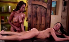 Kira and Daya in perfect lesbian sex after getting oiled